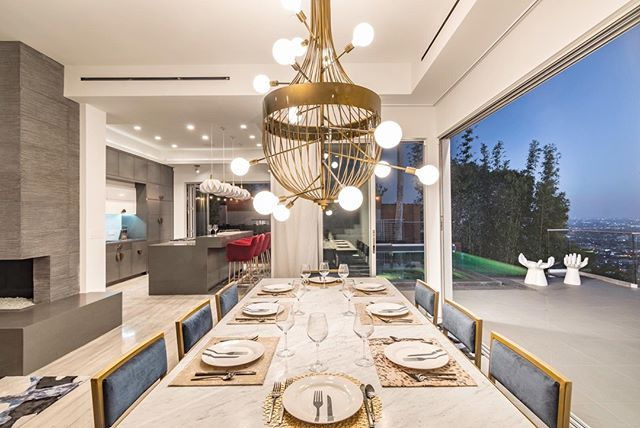✨Friday night lights✨ This custom brass chandelier was a labour of love & we couldn't be more pleased with how it turned out.  Interior design: @kari_whitman_interiors  #interiordesign #decorating #diningroom #luxuryhomes #housegoals #modern #modernhome #lainteriors #home #lighting