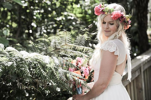 Lena McKillop is another talented Coromandel Photographer you should definitely meet! She's been professionally taking photos for more than 5 years, and brings a fresh & romantic approach to her photography. http://ow.ly/jR1Z30p0E4E #coromandelweddings #nzwedding #nzweddingexpo