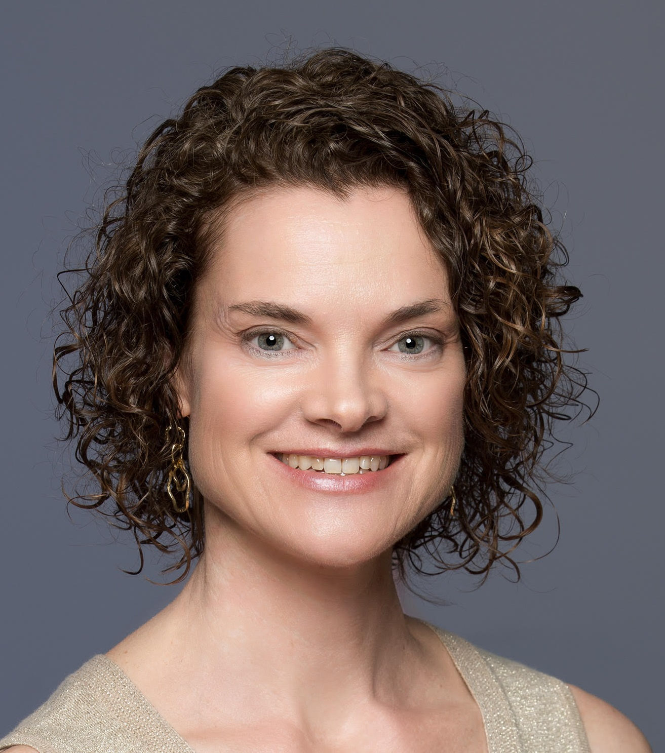 LISA MEDLEY, MA, CMT    Sustainable Wellbeing Lifestyle & Body Relationship Mentor
