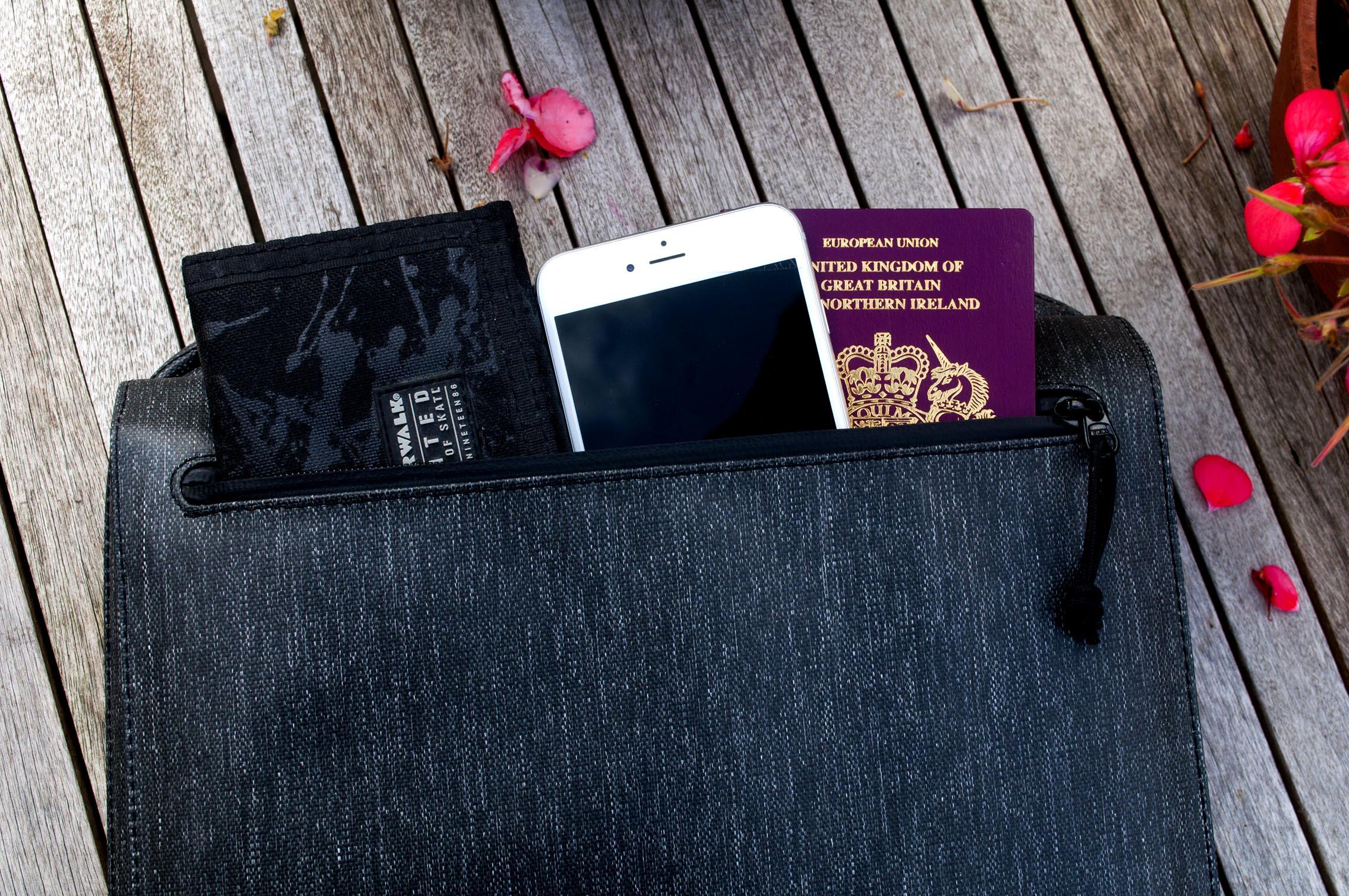 Etchr Front Pocket Holding Items.jpg