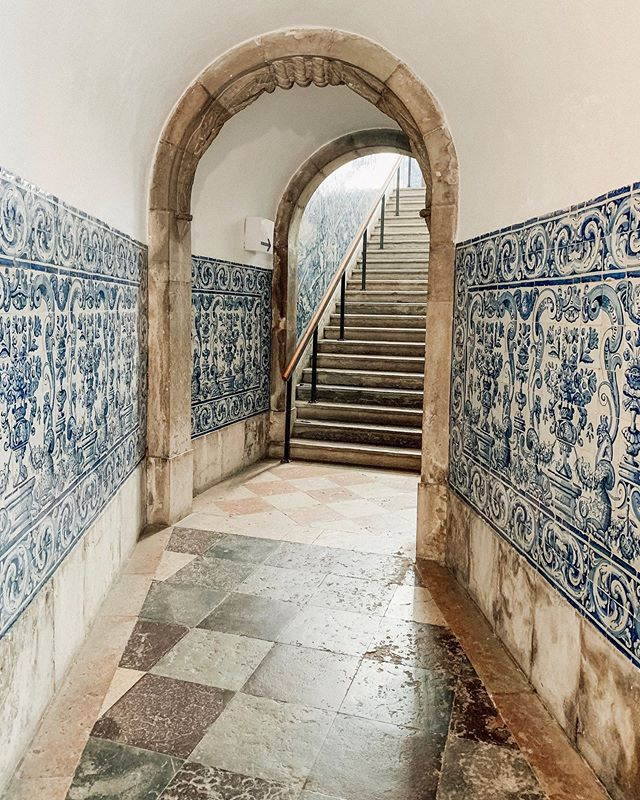 """Follow your bliss and the universe will open doors where there were only walls."" - Joseph Campbell . . . . #jenontherun #trusttheuniverse #gottabelieve #everydayhustling #doorwayopens #azulejos #museudoazulejo #azulejosportugueses #tilemuseum #museu #lisboalife #travelmode #lisbonworld #lisbonlife #lisbonlifestyle #doorwaysofinstagram #wheredoesitlead #lisbonpt #followthepath #travelportugal #travellisbon #lisboncityguide #azulejolovers #azulejoportugues #azulejoslisboa #azulejosdeportugal #instaazulejo #seekers #beautyseeker #cultureseeker"
