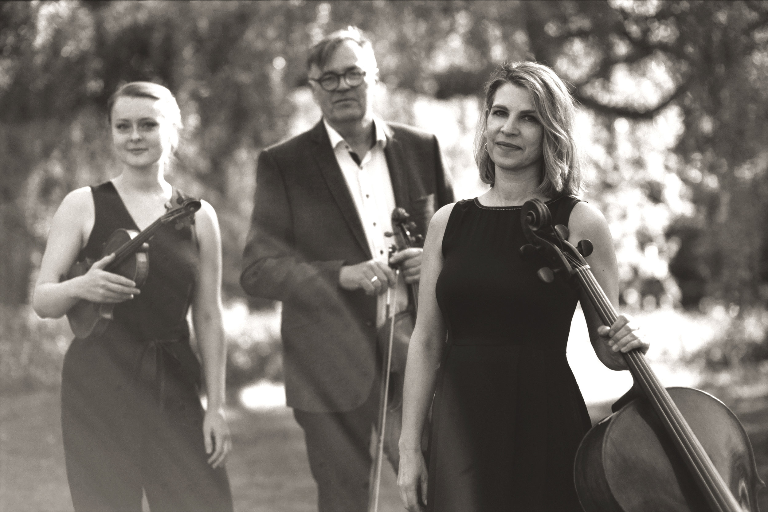 Dahlia String Trio by caroline bittencourt 003.jpg