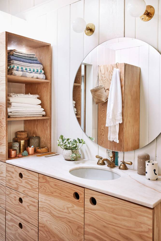 canyon-cool-white-and-wood-bathroom-5851a46e6b3ba833f7b80a1d-w1000_h1000.jpg