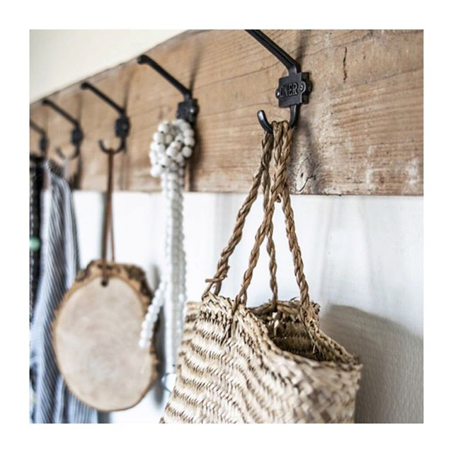 Sometimes the most simple items are the most effective. A coat rack such as this one from @moodadventures are perfect for hanging in your hallway. Even better, they are handmade and available in custom sizes! Take a look at their Instagram page for more details. ⠀⠀⠀⠀⠀⠀⠀⠀⠀ .⠀⠀⠀⠀⠀⠀⠀⠀⠀ Photo credit: @moodadventures⠀⠀⠀⠀⠀⠀⠀⠀⠀ .⠀⠀⠀⠀⠀⠀⠀⠀⠀ .⠀⠀⠀⠀⠀⠀⠀⠀⠀ .⠀⠀⠀⠀⠀⠀⠀⠀⠀ .⠀⠀⠀⠀⠀⠀⠀⠀⠀ .⠀⠀⠀⠀⠀⠀⠀⠀⠀ .⠀⠀⠀⠀⠀⠀⠀⠀⠀ .⠀⠀⠀⠀⠀⠀⠀⠀⠀ . ⠀⠀⠀⠀⠀⠀⠀⠀⠀ #editlondon #homedecor #konmari #homedesign #lessismore #tidying #tidyinspiration #personalorganiser #personalorganizer #livewithless #simplify #storageideas #clutternomore #myinspiredhouse #declutter #declutterlikeamother #tidy #stayorganized #decluttering #houzz #howyouhome #loveyourhabitat #decluttermylife #thelifechanginghabitoftidyingup #hygge #tidyhome #tidybedroom #unclutter #editlondonloves