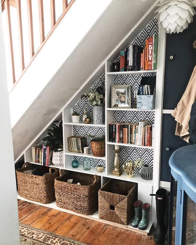 This is another example of great under stair storage! This one is by @melaniejadedesigns and is pretty fabulous. ⠀⠀⠀⠀⠀⠀⠀⠀⠀ .⠀⠀⠀⠀⠀⠀⠀⠀⠀ .⠀⠀⠀⠀⠀⠀⠀⠀⠀ .⠀⠀⠀⠀⠀⠀⠀⠀⠀ .⠀⠀⠀⠀⠀⠀⠀⠀⠀ .⠀⠀⠀⠀⠀⠀⠀⠀⠀ .⠀⠀⠀⠀⠀⠀⠀⠀⠀ .⠀⠀⠀⠀⠀⠀⠀⠀⠀ .⠀⠀⠀⠀⠀⠀⠀⠀⠀ .⠀⠀⠀⠀⠀⠀⠀⠀⠀ #editlondon #homedecor #konmari #homedesign #lessismore #tidying #tidyinspiration #personalorganiser #personalorganizer #livewithless #simplify #storageideas #clutternomore #myinspiredhouse #declutter #declutterlikeamother #tidy #stayorganized #decluttering #houzz #howyouhome #loveyourhabitat #decluttermylife #thelifechanginghabitoftidyingup #hygge #tidyhome #tidybedroom #unclutter #editlondonloves #hallwaystorage