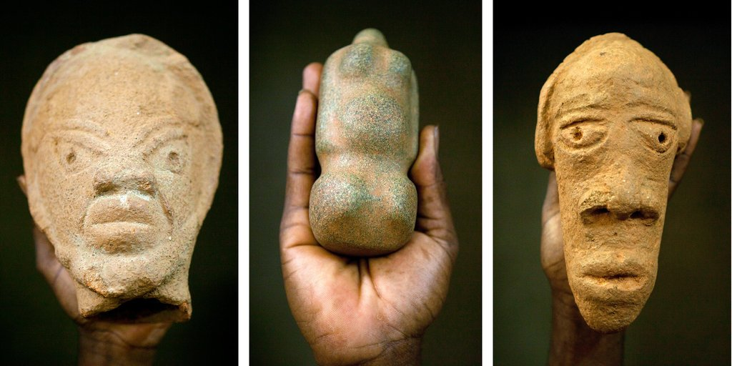Artifacts unearthed at the Djenne-Djenno archeological site near Djenne, Mali. Undated. These artifacts were sold by the roadside. Photo by Damon Winter / The New York Times