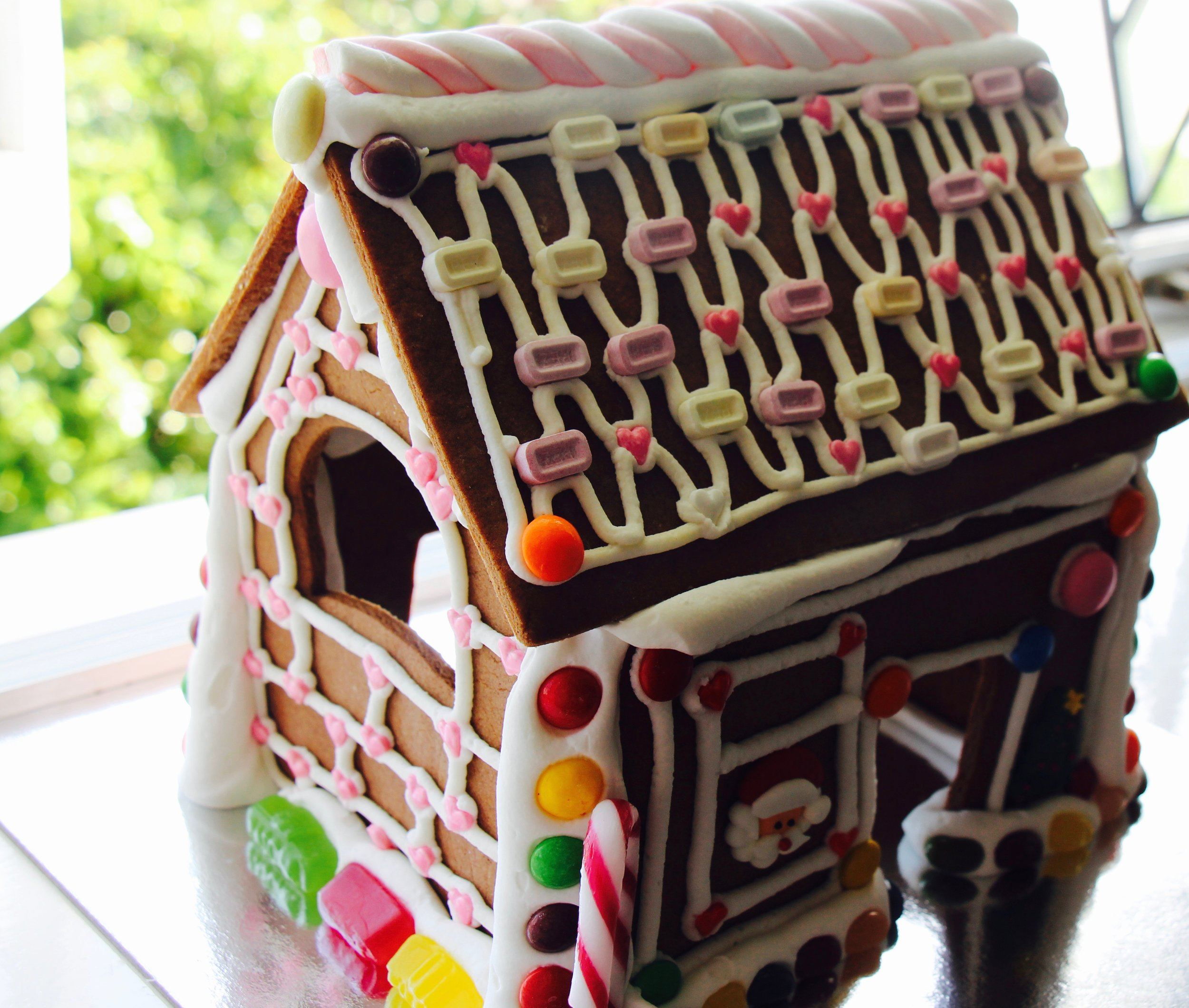 A very special pink-featured Christmas gingerbread house!