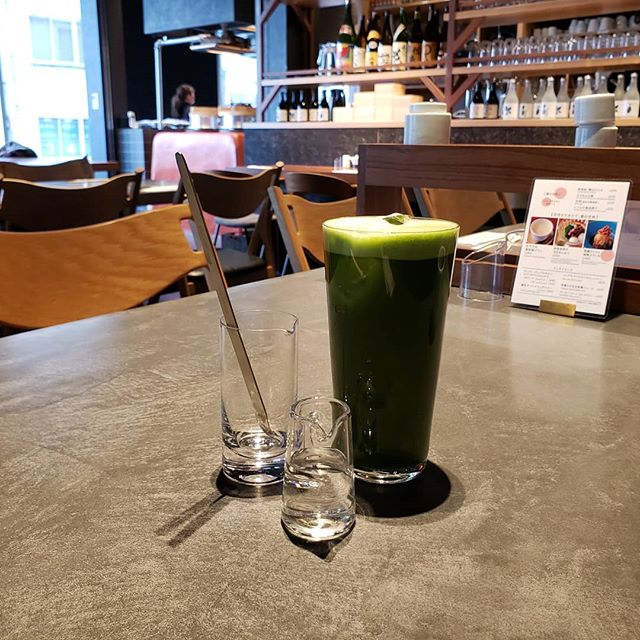 A really high-quality matcha green tea with lots of bubble from Maru Bengara in Shibuya Stream, Shibuya, Japan  Miss this matcha green tea so much... #Tea #GreenTea #MaruBengara #Shibuya #AlexiXyz  #AlexiXyzFood