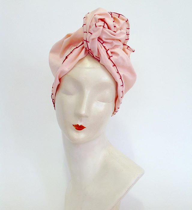 The 'Anna' extra long twist top turban is the first piece to feature the contrast silk stitch. Perfect with a red lip. Only one available from the Netushka shop. #turban #vintagestyle #sustainablefashion #theurbanturbanista #headwraps #handmadewithlove #ethicalfashion