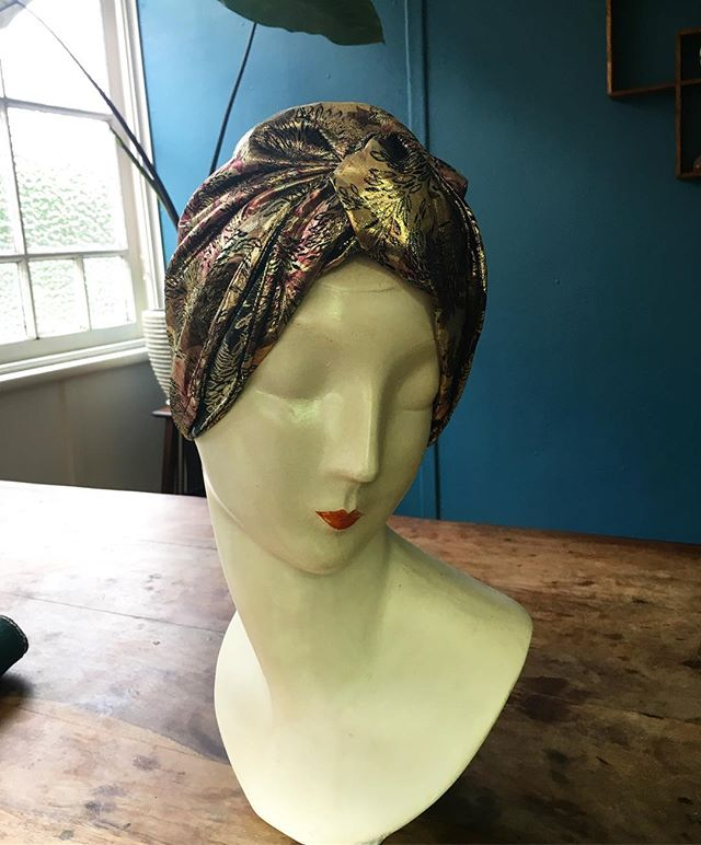 All Netushka turbans can be remodelled into smooth, close fitting styles. I encourage you to be experimental with different shapes. #turban #ethicalfashion #theurbanturbanista #ownyourstyle #vintagestyle #vintageheadwear #decoglam