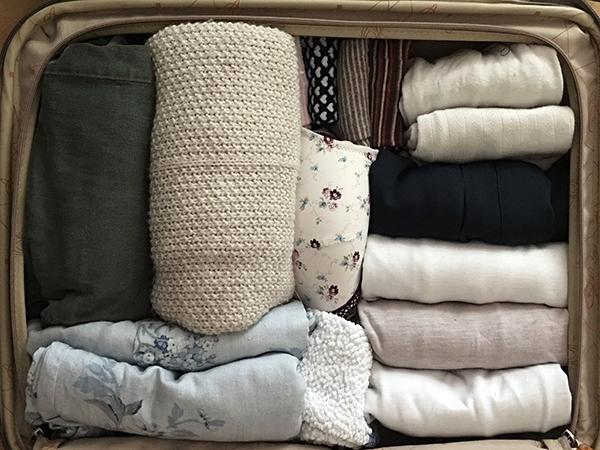 ahorrar espacio en la maleta doblado vertical