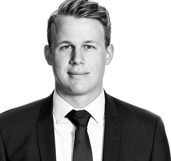 Nikolaj Grønvald Hansen - 27 år1.års-fuldmægtig i Mergers & Acquisitions siden februar 2017Cand.Merc.(jur.) fra CBS