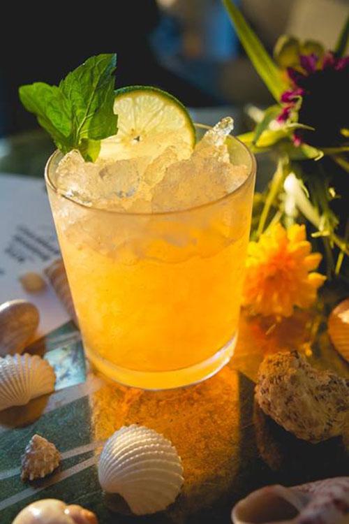 Rum-cocktail-chairmans-reserve-rum-mai-tai.jpg