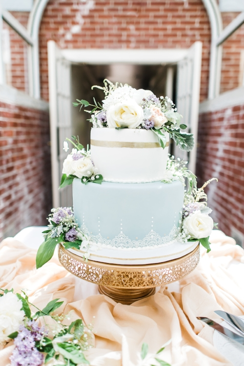 wedding cake - gold, white, blue