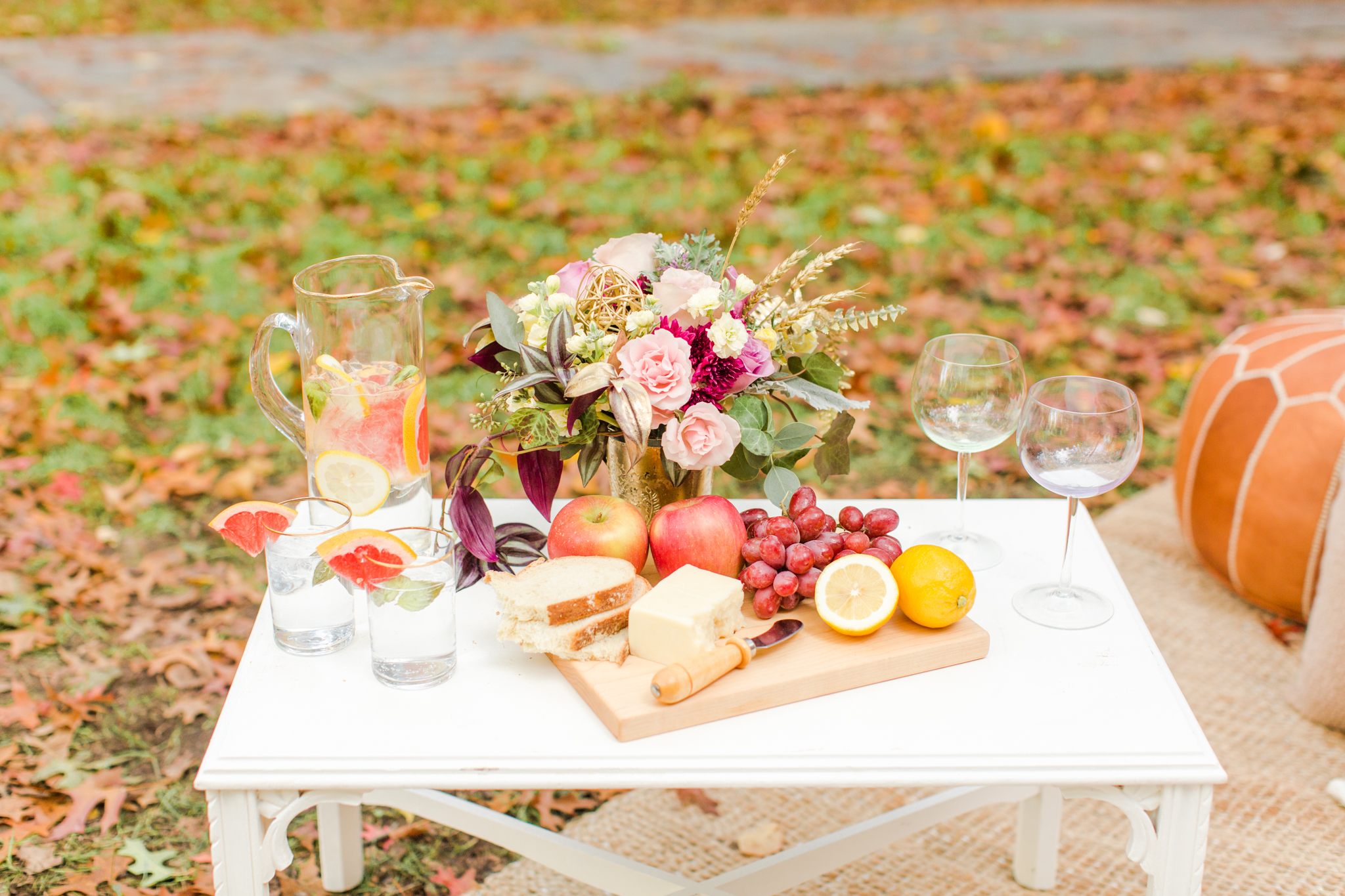 Wedding elopement appetizer spread with cheese, bread, grapes and apples. Grapefruit, mint and gin wedding cocktail! Pearl Weddings & Events