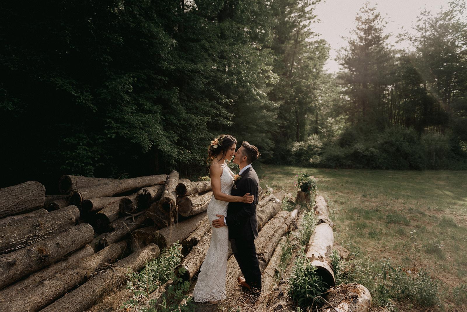Cute bride and groom photos! - Pearl Weddings & Events
