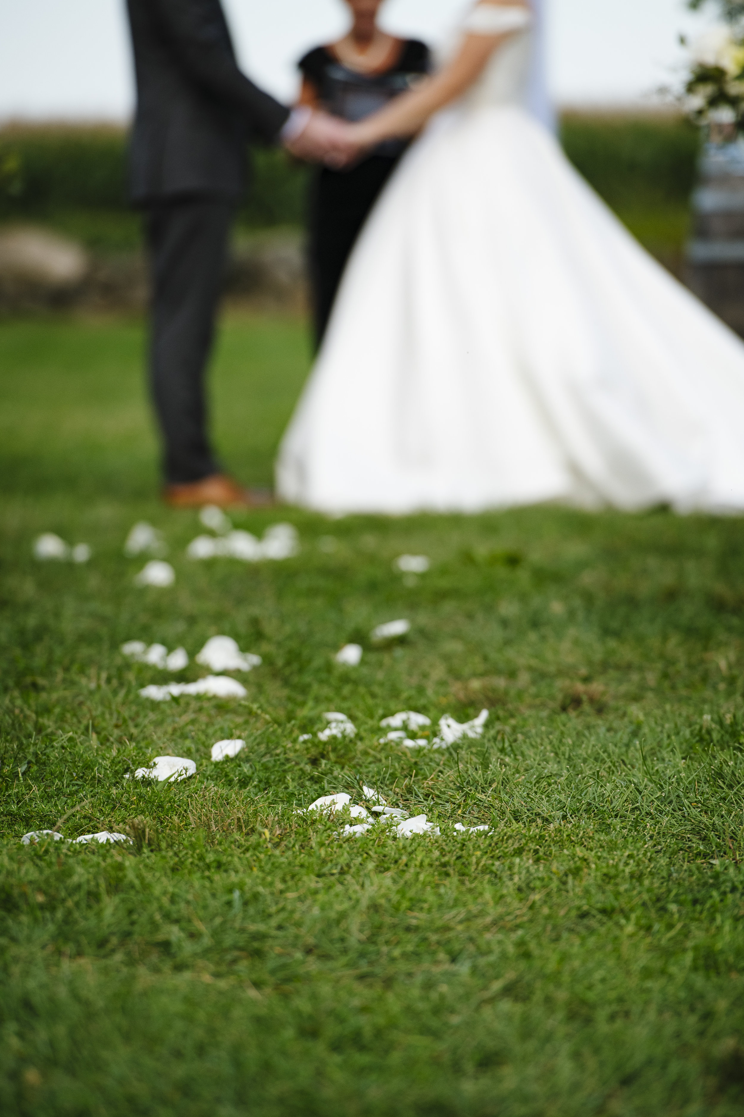 what side does the bride and groom stand on during the ceremony? - Pearl Weddings & Events