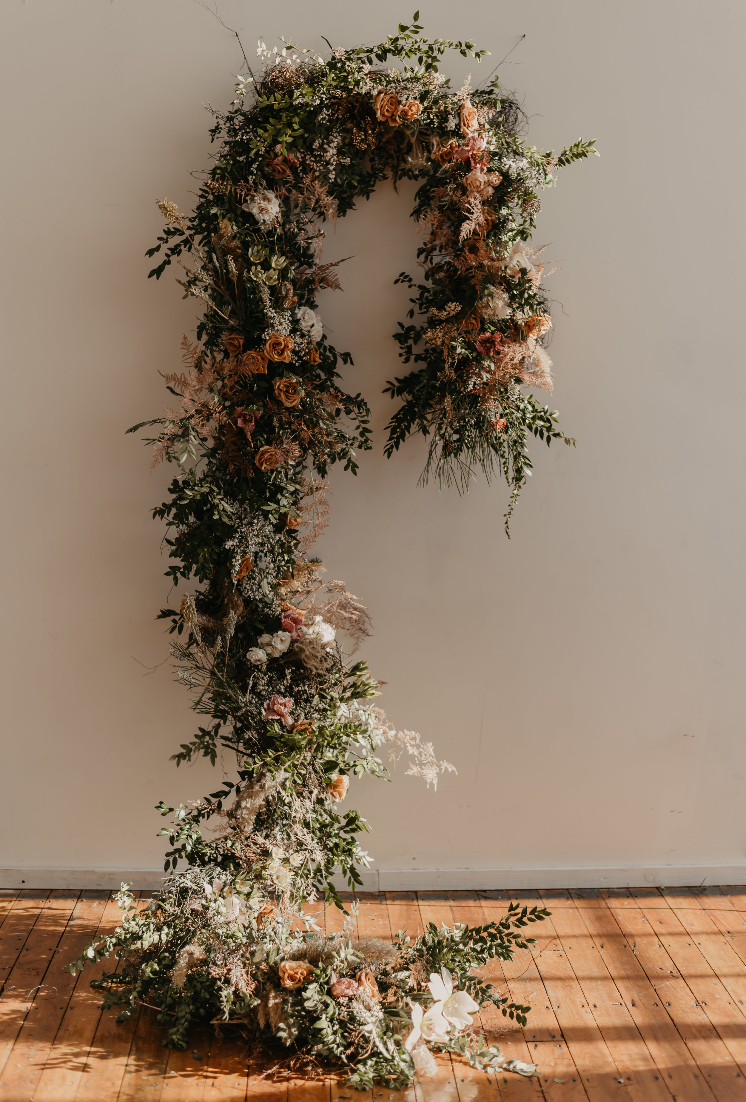 Neutral Mid-Century Modern Boho Ceremony floral Installation design - Pearl Weddings & Events
