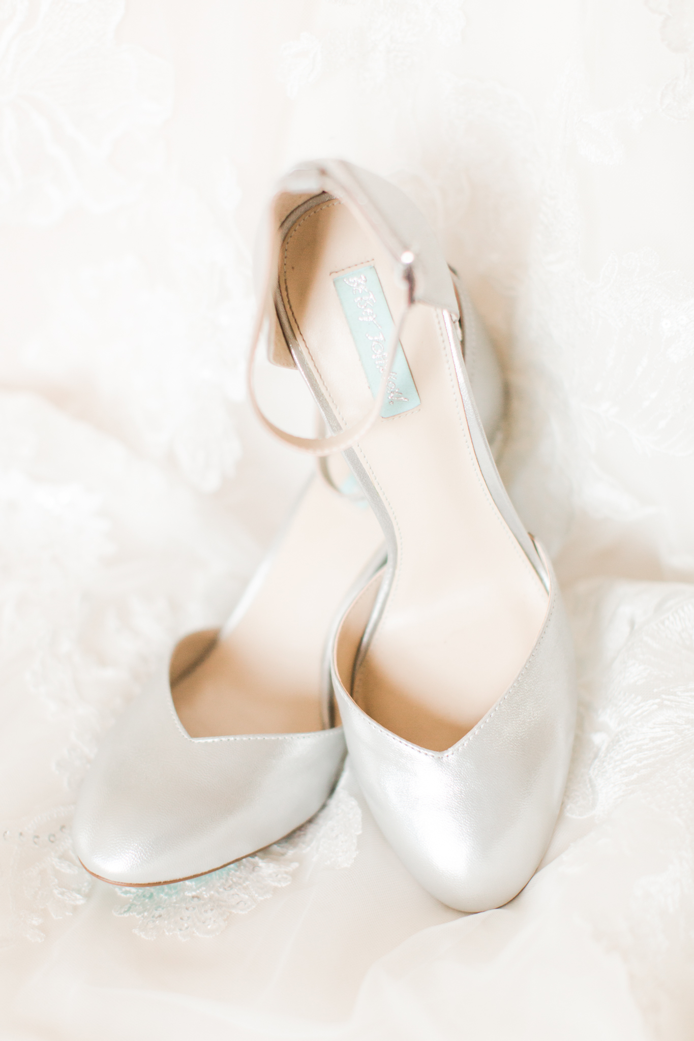 Bride's silver close toe shoe's perfect for a winter wedding in New England - Pearl Weddings & Events