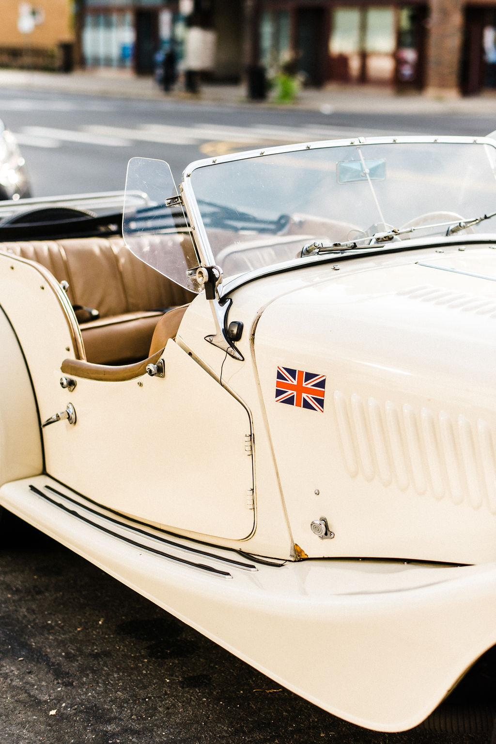 1940's yellow classic car at a great gatsby themed wedding - Pearl Weddings & Events