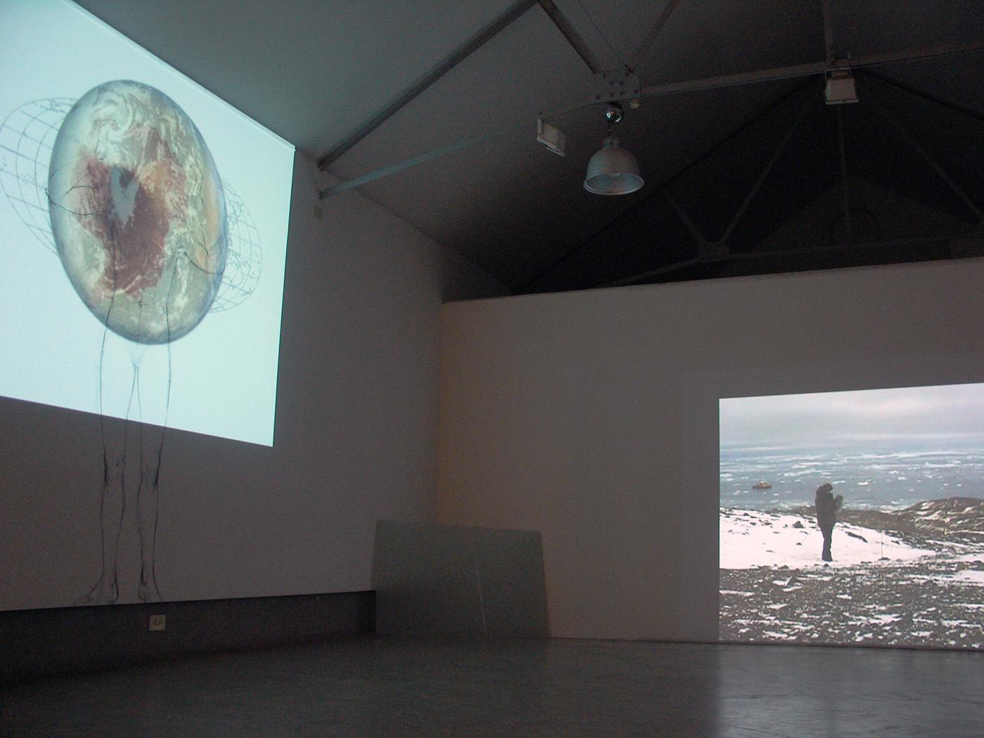 «En perdre le nord», 2008 Exposition à la  Galeria Arte & Arte , Buenos Aires, Argentine