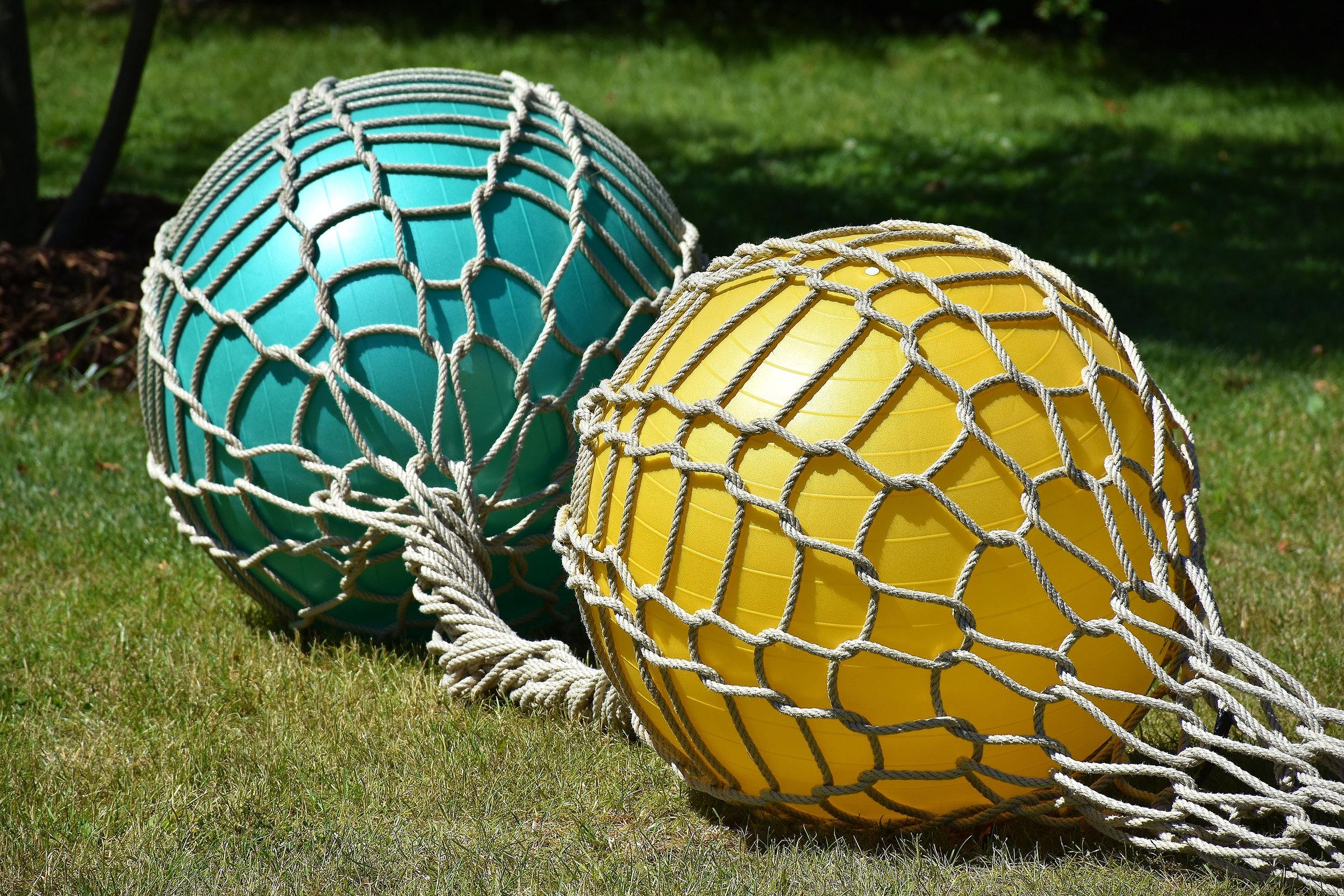 balls-exercise-balls-field-533504.jpg