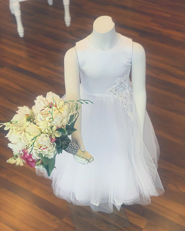 Wedding season has officially arrived! Don't forget about your flower girl! •This Mon Cheri dress is adorable and the perfect dress to compliment your wedding.  Come in today 11-6pm, Walk-ins are welcome 💓 #bridaldresses #flowergirl #flowergirldresses #moncheri #elizabellasbridalboutique #bridalgowns #bridalboutique #dress #flowers