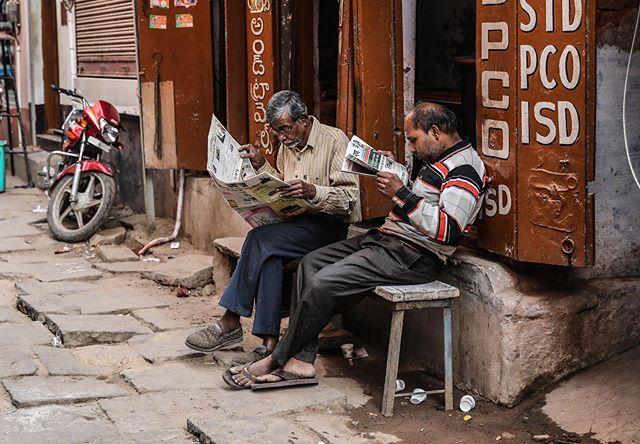 varanasi, india . . . #varanasi #india #documentary #documentaryphotography #travelphotography #ngtuk #yourshotphotographer #natgeocreative #everydayindia #spi_collective #streetphotography #womenphotograph #womenphotographers #photojournalist #photojournalism #canon #canonphotography #instagram #travel
