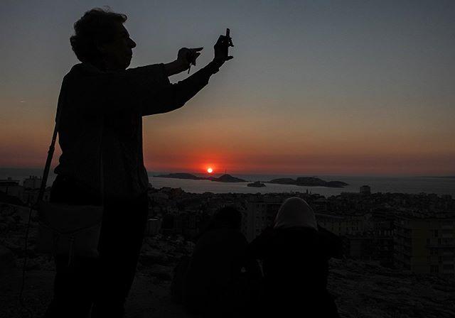Marseille, France // . . . #marseille #france #europe #everydayeurope #womenstreetphotographers #documentaryphotography #womenphotograph #photojournalist #sillouette #everydayeverywhere #canon #photography #photographer #sunset #travelphotography #ngtuk #yourshotphotographer #natgeo #womenphotographer #travel #streetphotography #streetislife #aspfeatures