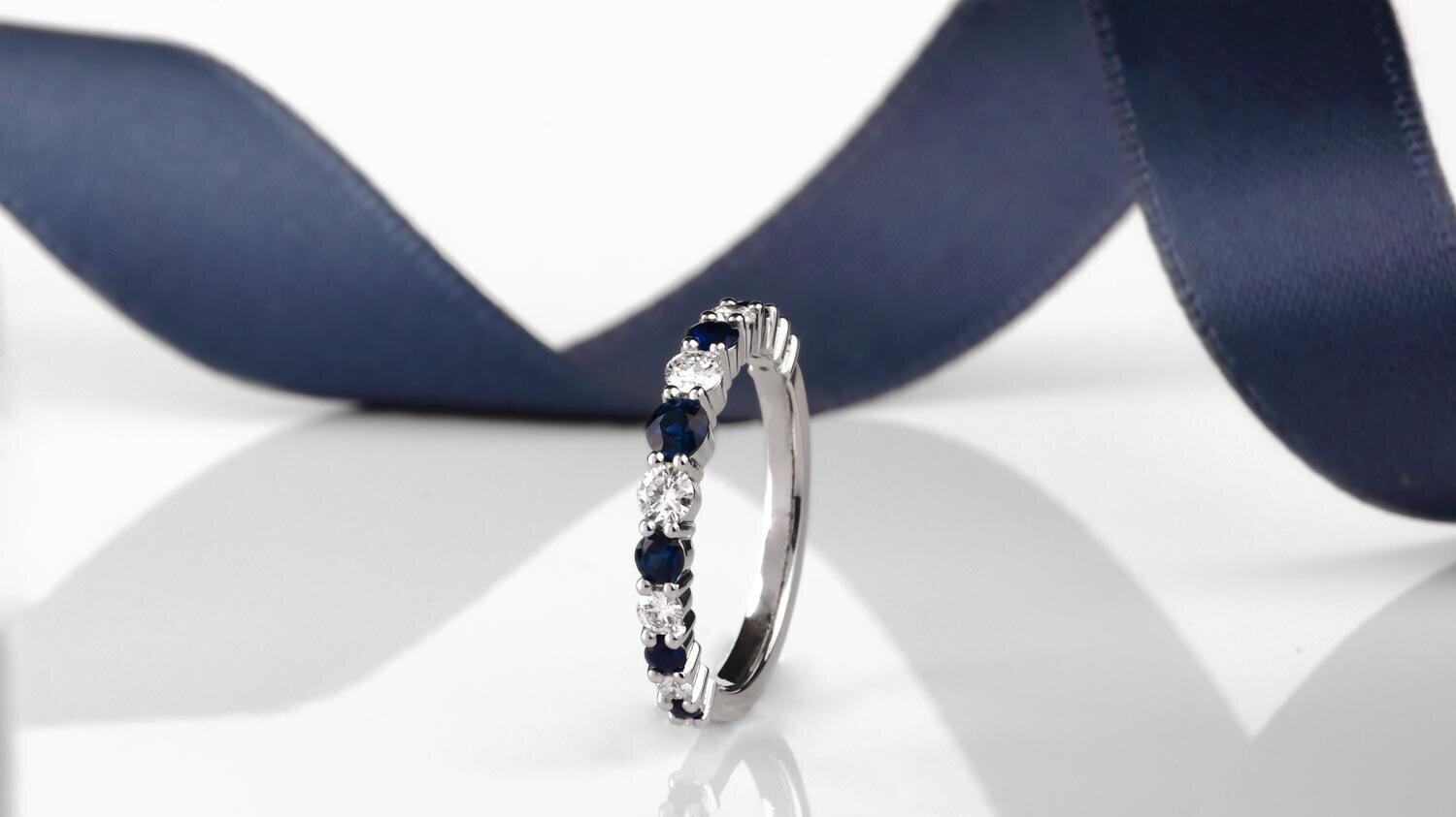 Innocence - The Innocence collection balancing perfectly the combination of diamonds and sapphires in perfect harmony.