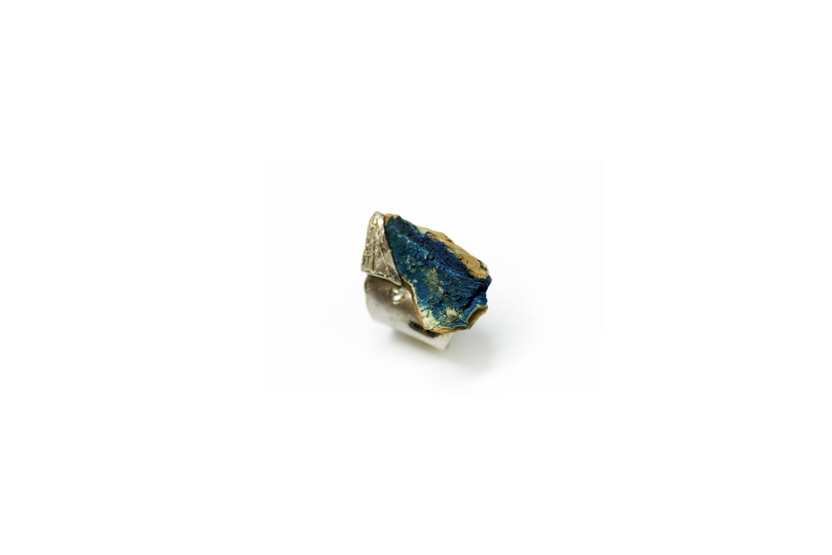 Ring Platinum Plated Sterling Silver, Blue Rough Stone, Rose Cut Diamond