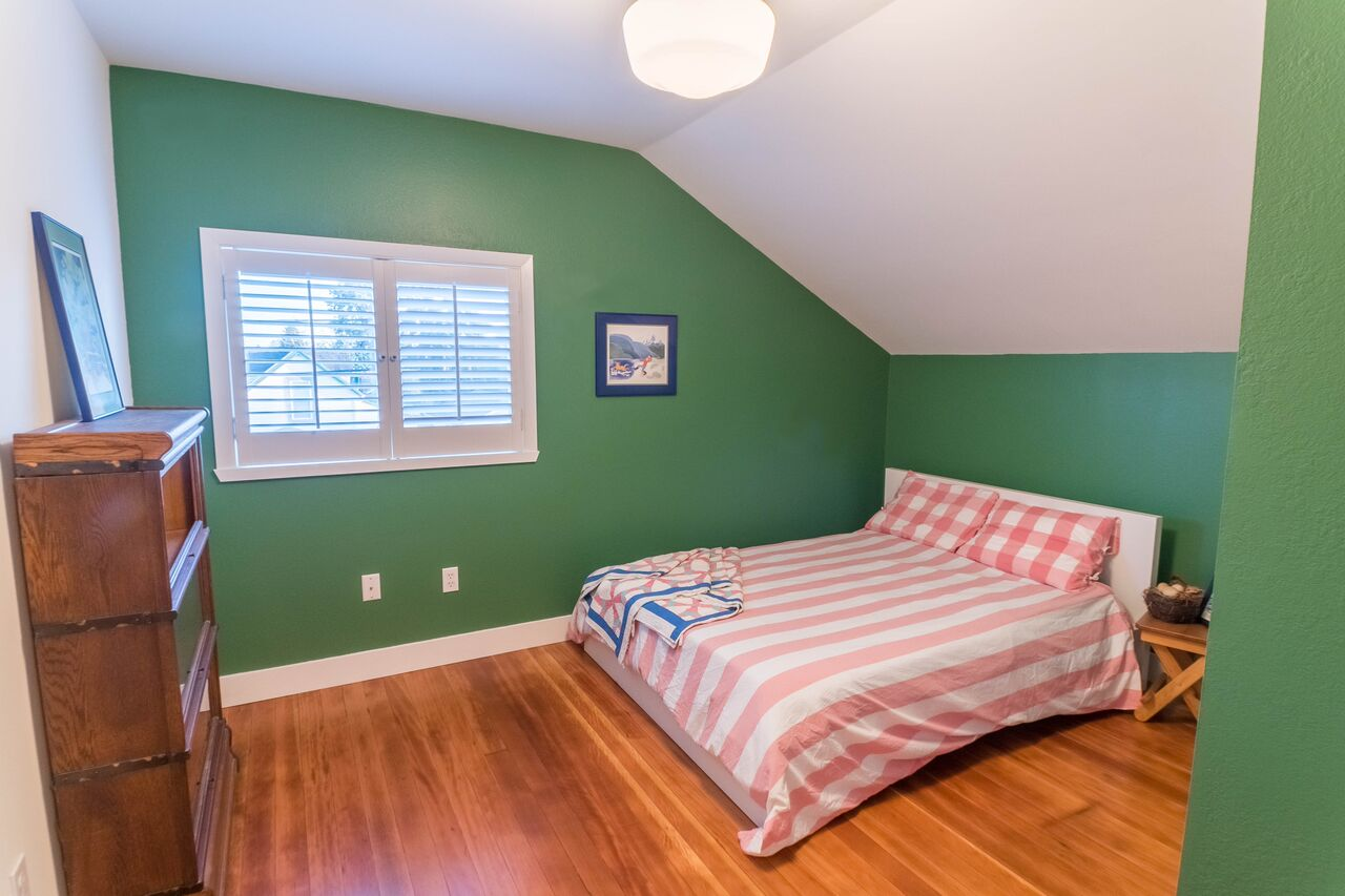 Our South Tacoma Home: Upstairs Guestroom