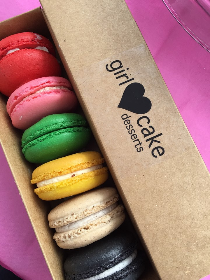 Gorgeous Macaron Photo from  Girl Loves Cake Desserts .