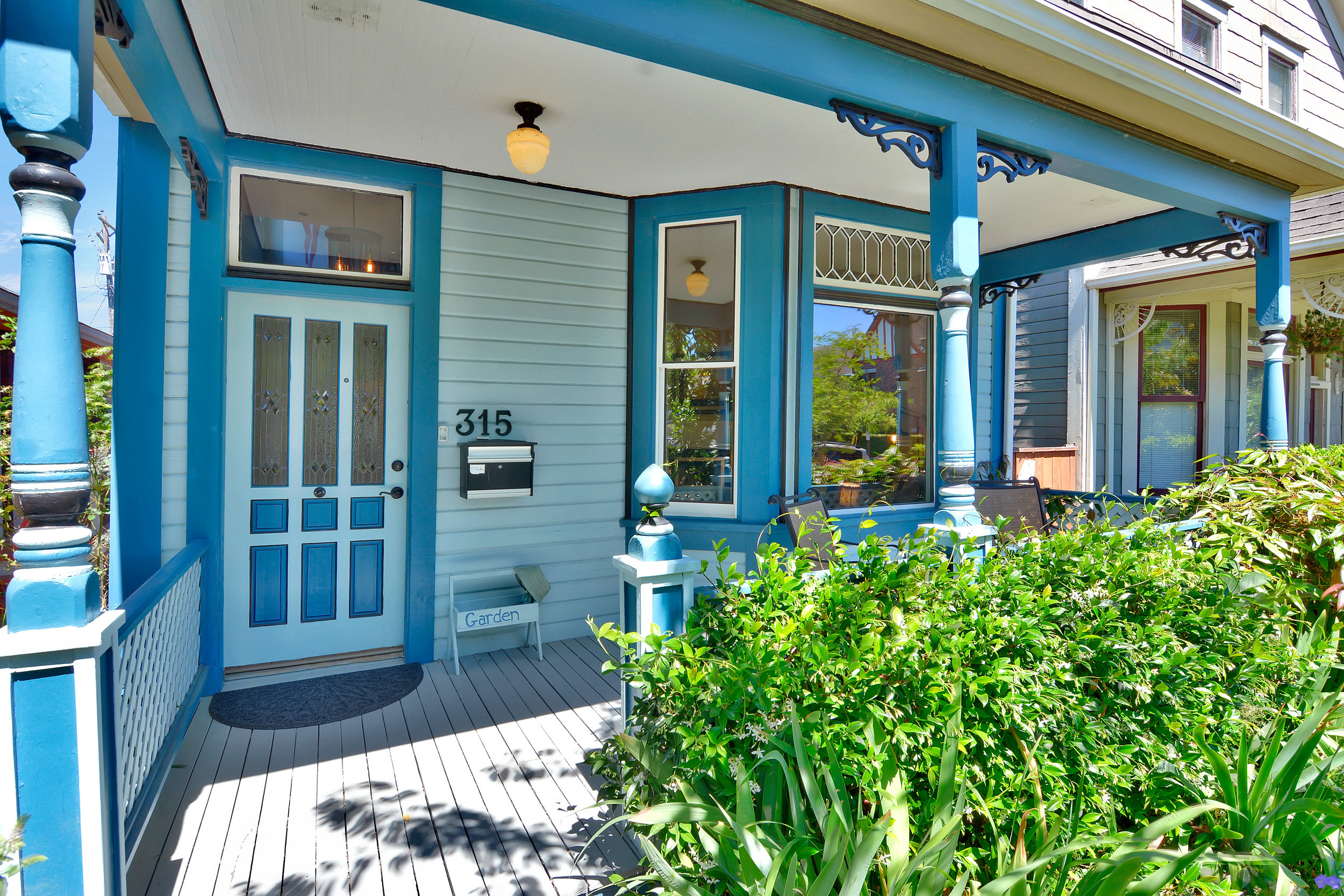 Sit and sip some local coffee while enjoying the neighborhood on this beautiful covered front porch!