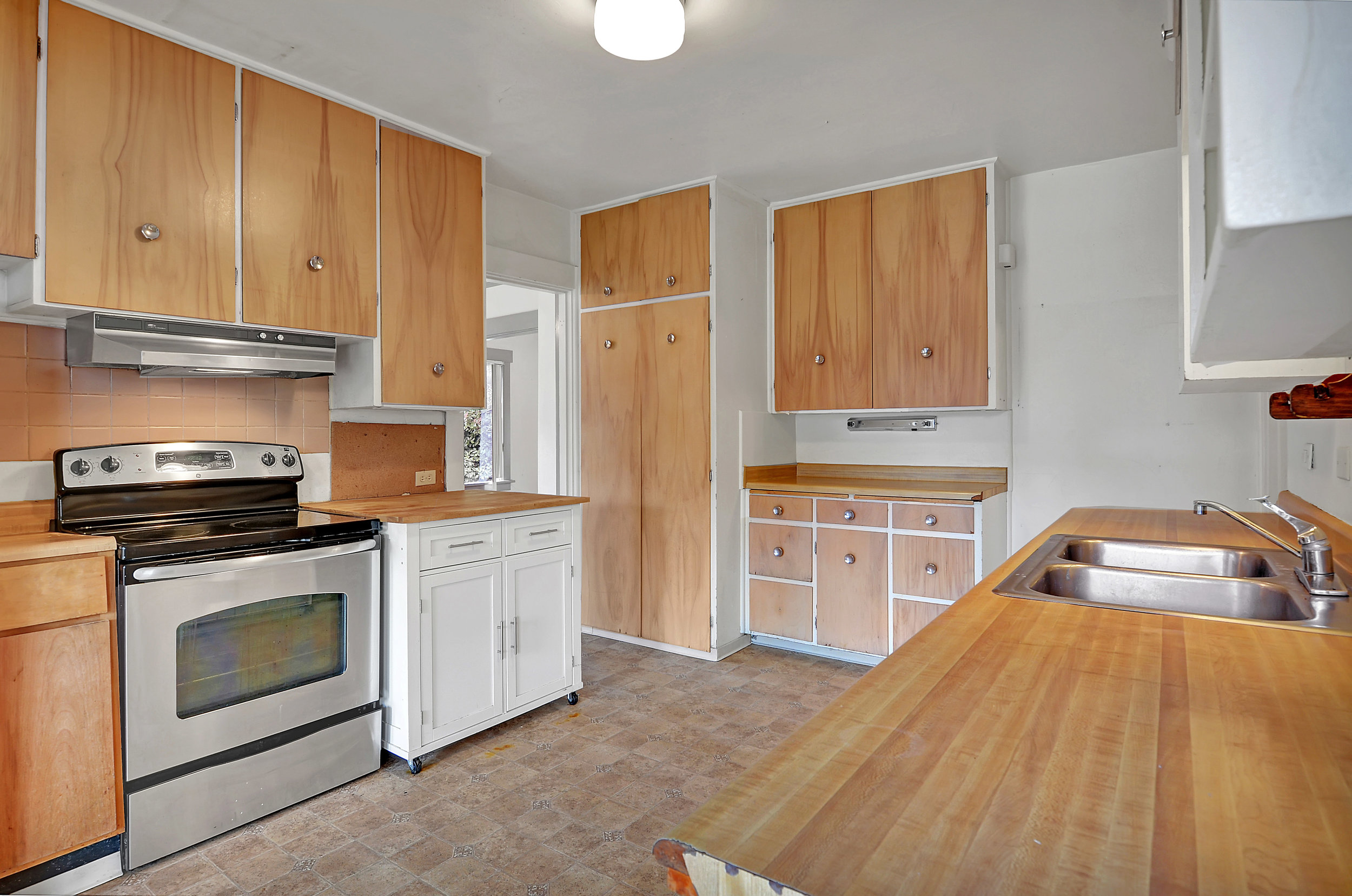 The stove and refrigerator are included, and there's a nice amount of storage in this kitchen.