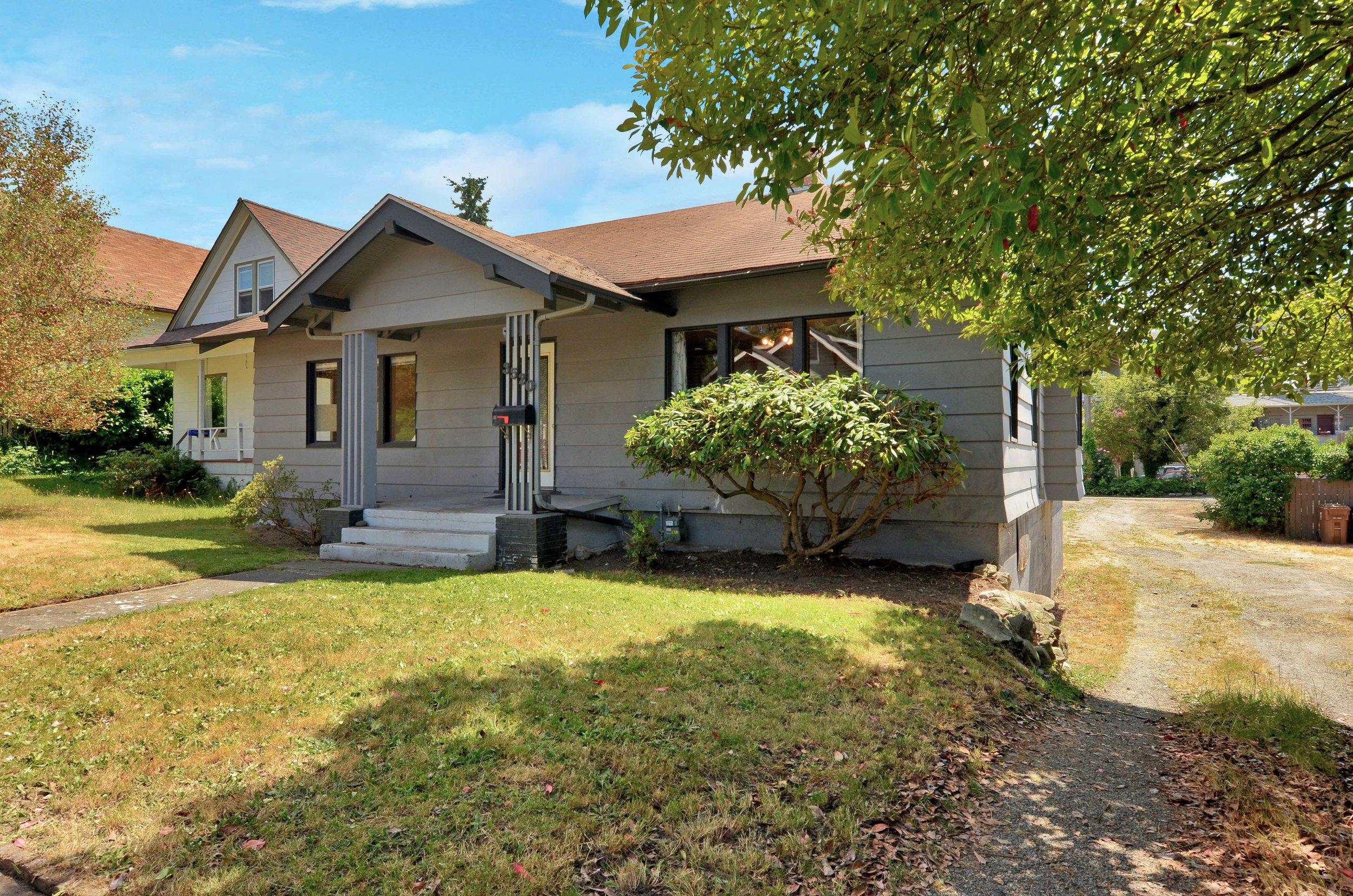 This 6-bedroom Craftsman home faces north onto N. 7th St and is just a 6 minute walk from the University of Puget Sound campus.