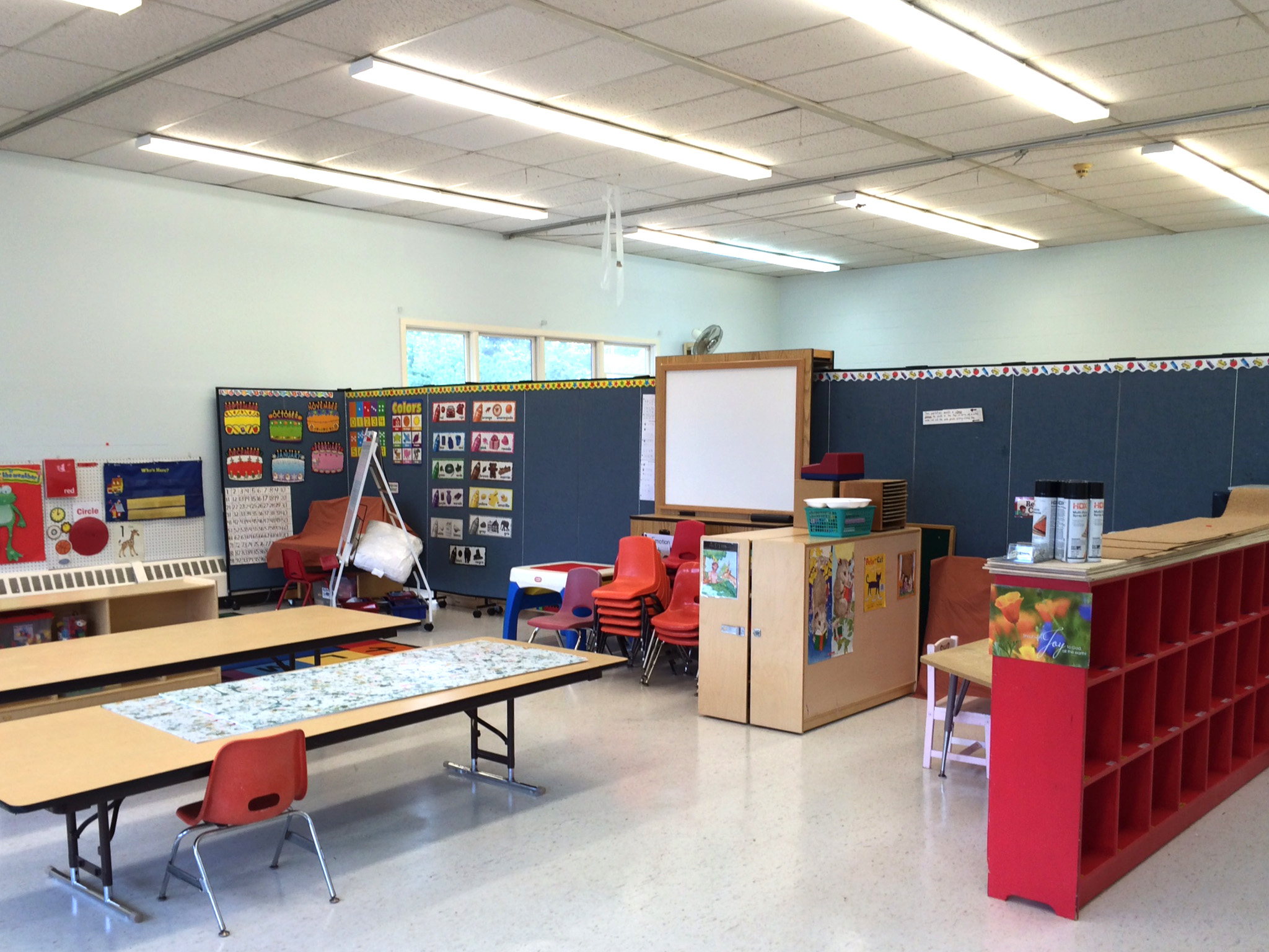 Screenflex makes 2 classrooms from one