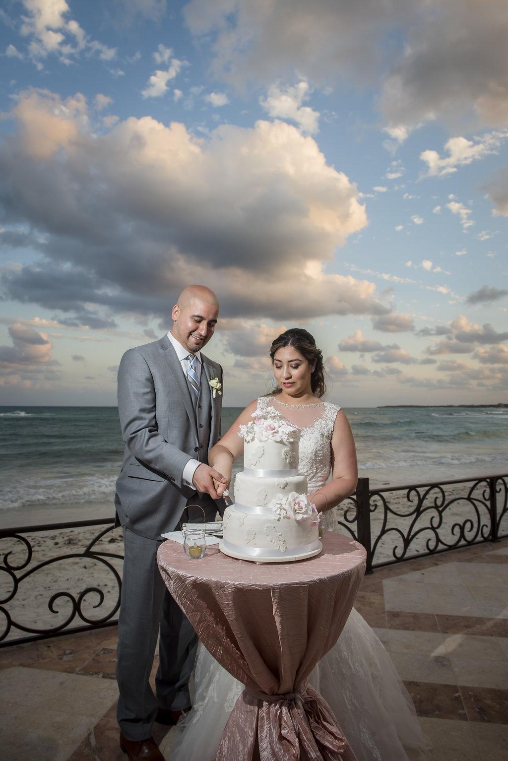 yesica-jose-beach-wedding-Villa-La-Joya--Playa-del-carmen-01--34.jpg