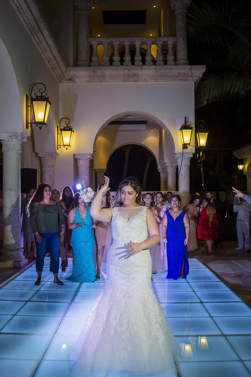 yesica-jose-beach-wedding-Villa-La-Joya--Playa-del-carmen-01--42.jpg