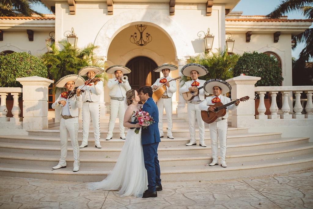 cancun-destination-wedding-mexico-villa-la-joya-35.jpg