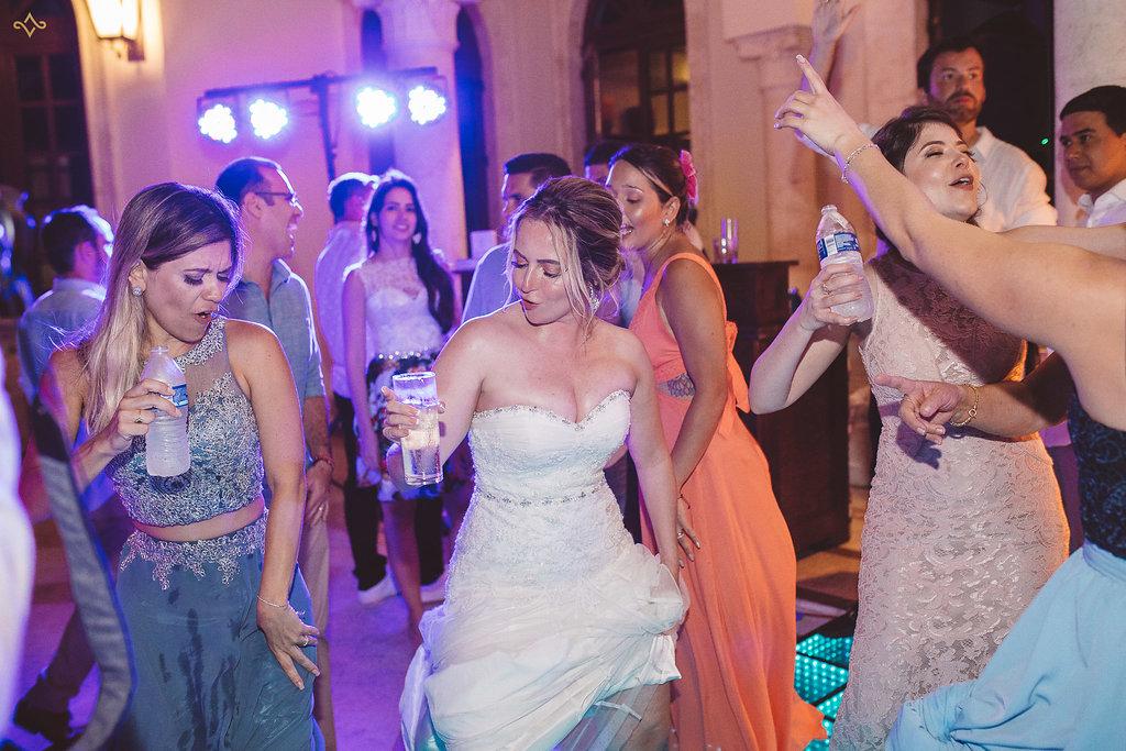 cancun-destination-wedding-mexico-villa-la-joya-48.jpg