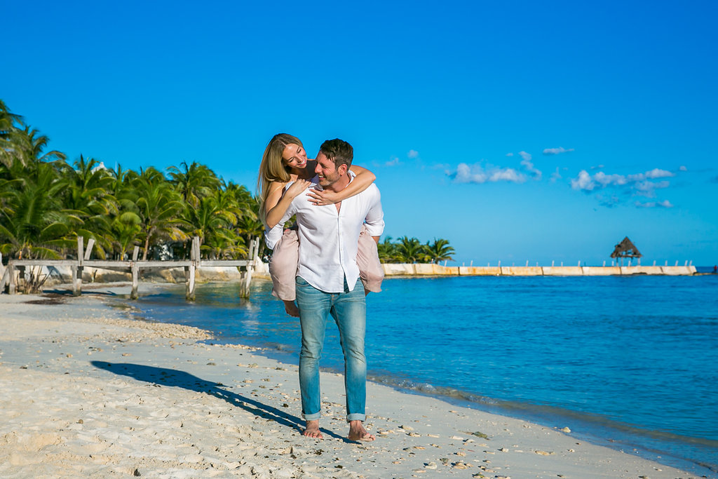 Cancun-engagement-session-villa-la-yoya-04.jpg