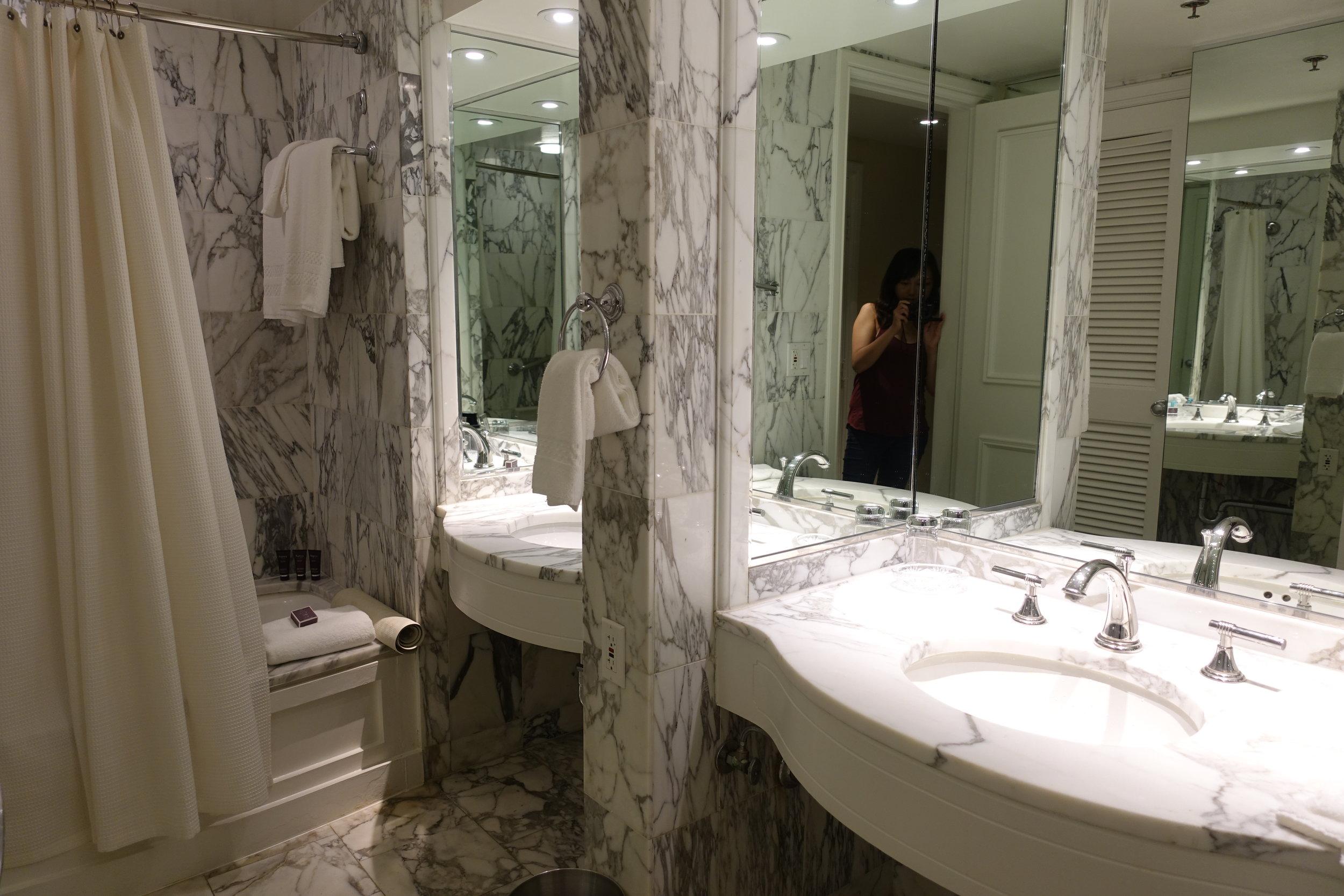 Double vanities and tub