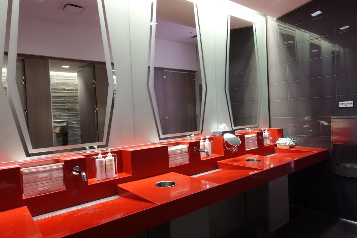 Delta SkyClub Restrooms