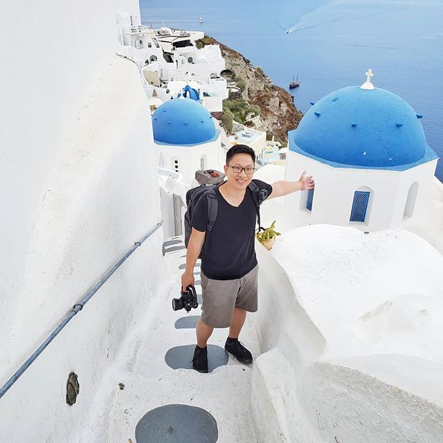 The best time to visit #santorini is early May or late September when there aren't any cruise ships to avoid the crowds. Making a video about Santorini soon.  Leave your questions or pro tips in the comments for a chance to be featured in the video! 📷 @mandyroams #asksebby