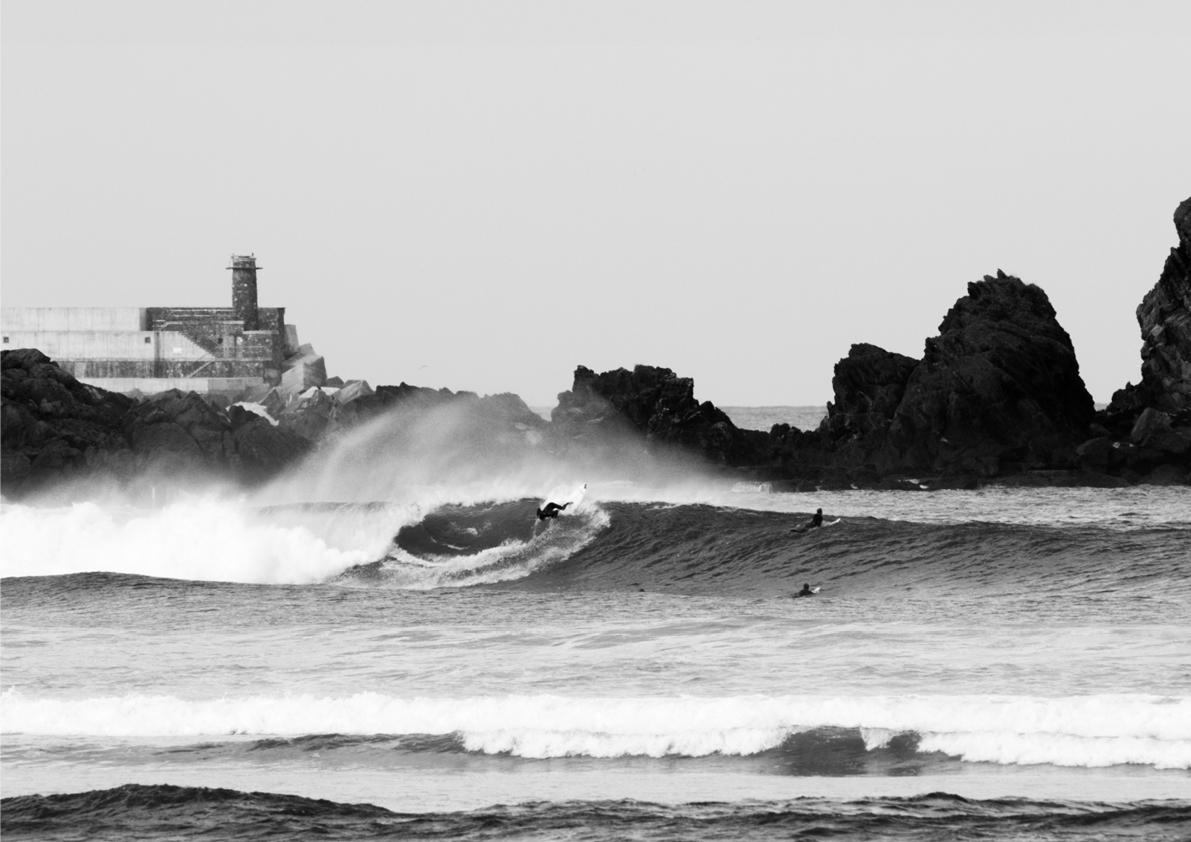 2018 Pukas Surf MUNDAKA surfing the basque country11.jpg