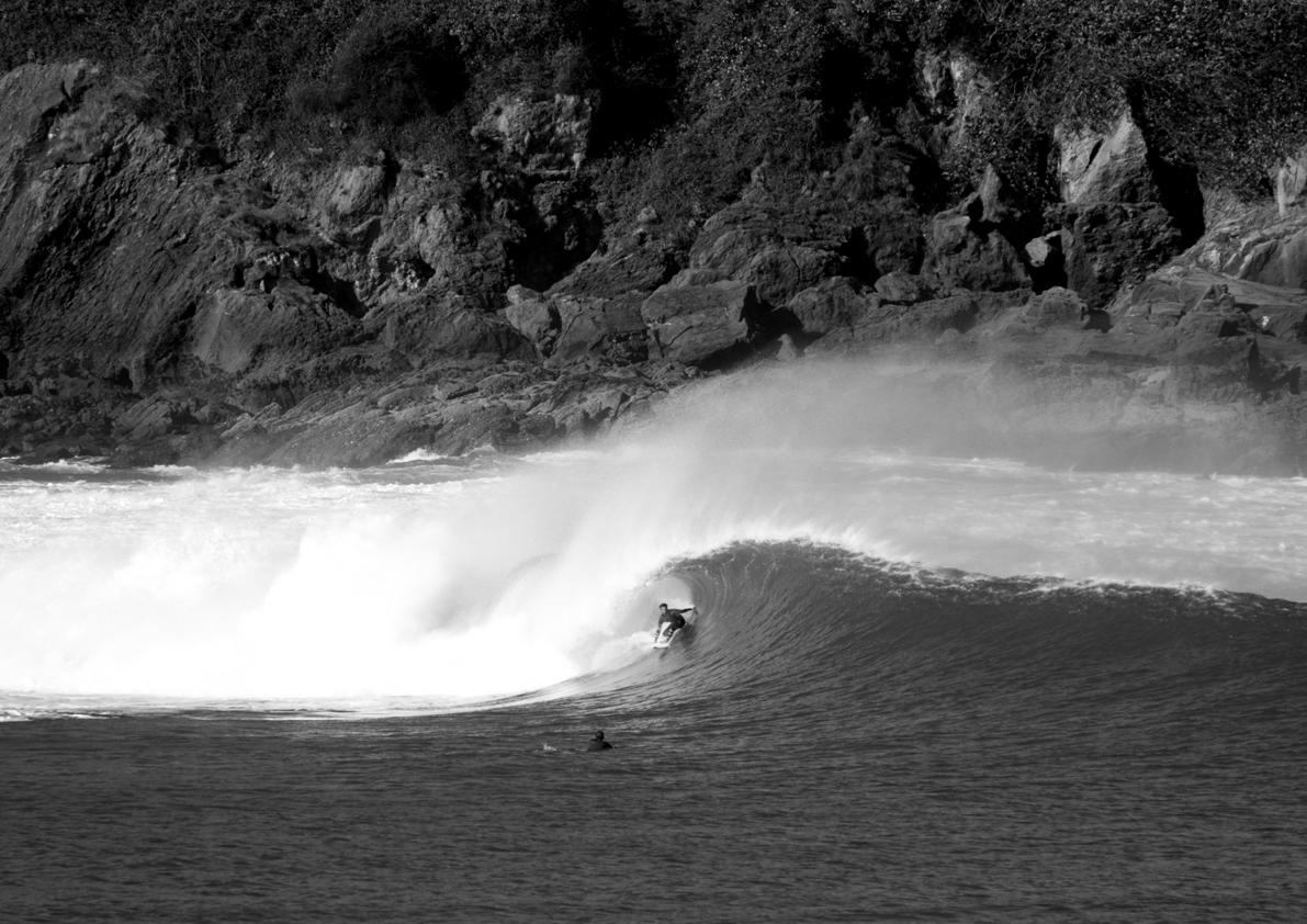 2018 Pukas Surf MUNDAKA surfing the basque country16.jpg