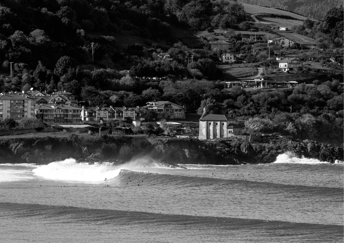 2018 Pukas Surf MUNDAKA surfing the basque country15.jpg