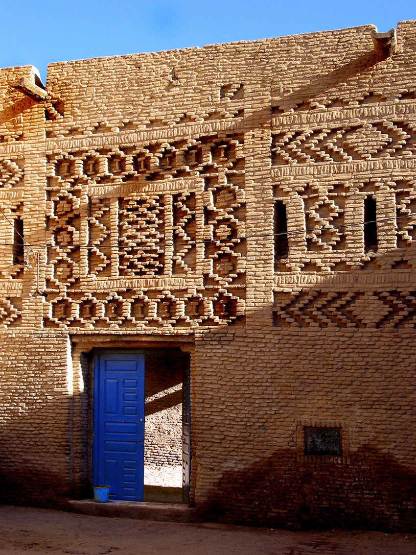 Tozeur blue door.jpg