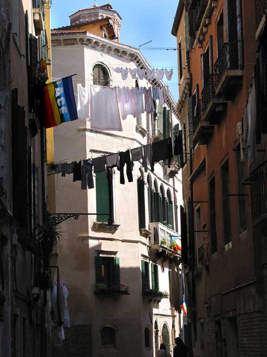 Italy Venice washing-and-peace 07 .jpg